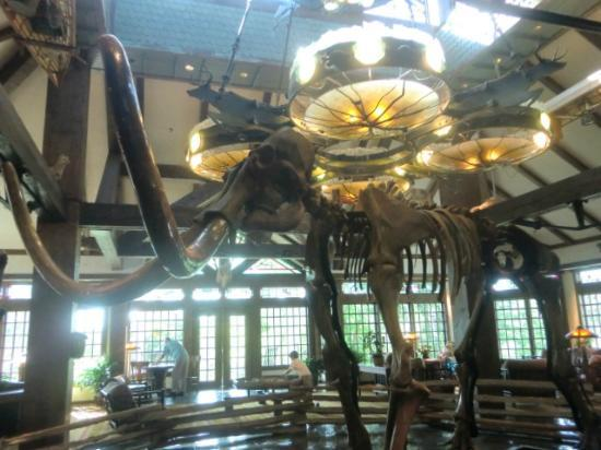 The Wilderness Club at Big Cedar: lobby