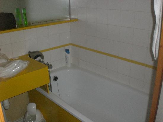 Pierre & Vacances Residenz l'Ours Blanc: salle de bain