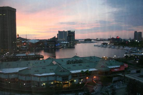 Hyatt Regency Baltimore Inner Harbor: Sunset over the harbor from 11th floor room