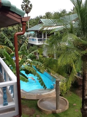 Ya Nui Resort: Vista della piscina dalla nostra terrazza