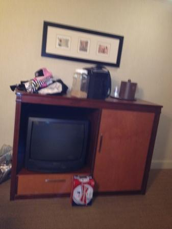 BEST WESTERN PLUS All Suites Inn: tv, fridge and micro in right side cabinetry