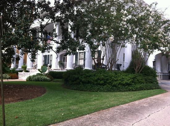 1842 Inn: 1842 Front Entrance