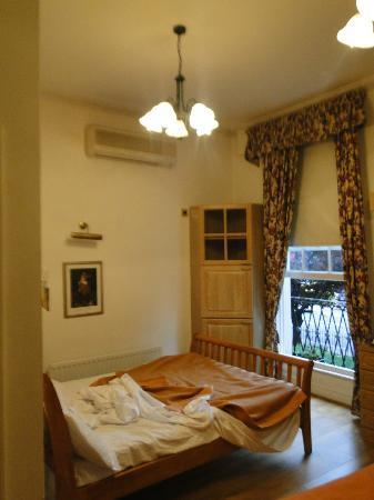 The Gresham Hotel: Habitacion con vista a la calle