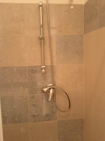 Station Rooms: no holder for the shower head