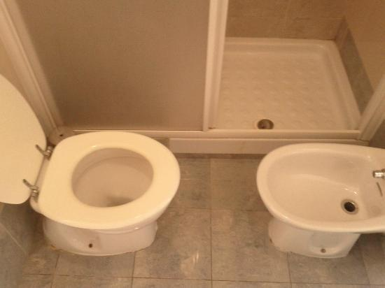Station Rooms: you can hardly sit on the toilet. getting to the shower is difficult