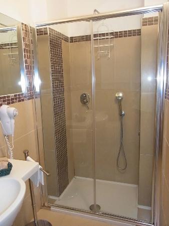 Hotel Alexander: シャワー