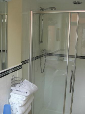 JB's Guest House: Surperb Power Shower