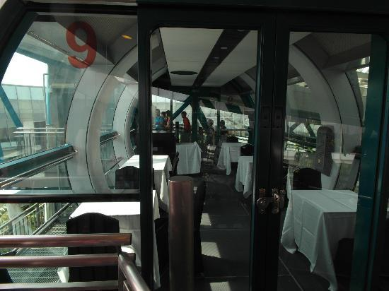 private singapore flyer sky dining capsule - 550×412