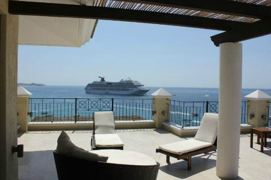Casa Dorada Los Cabos Resort & Spa: One more balcony shot with Cruise Ship