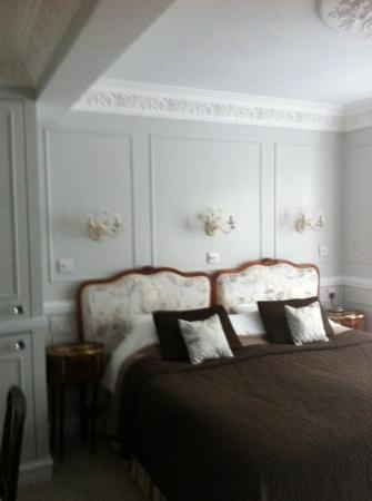 Alamo Guest House: bed