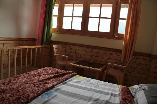 Tourist Nest Old Manali: The upper floor of the duplex