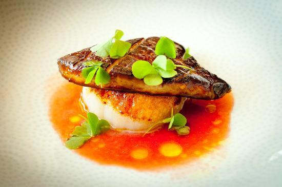Le Express Bistro & Bar: Pan seared Diver Scallop topped with seared local Hudson valley duck Foie grass