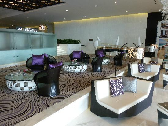 Sofitel Abu Dhabi Corniche: part of lobby