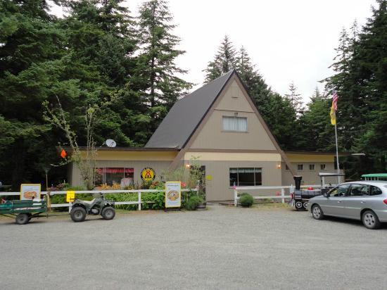 Bandon/Port Orford KOA: Store on the left, washrooms on the right, pool table/games room in the center.