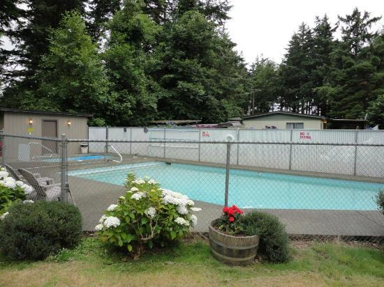 Bandon/Port Orford KOA: Pool.