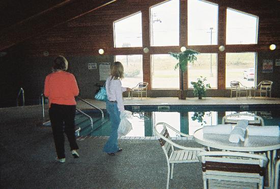 بورجر أمباسادور إن: beautiful indoor pool 