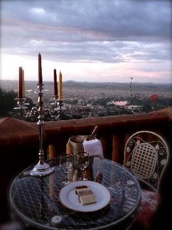Lokanga Boutique Hotel: Sundowner sur la terrasse