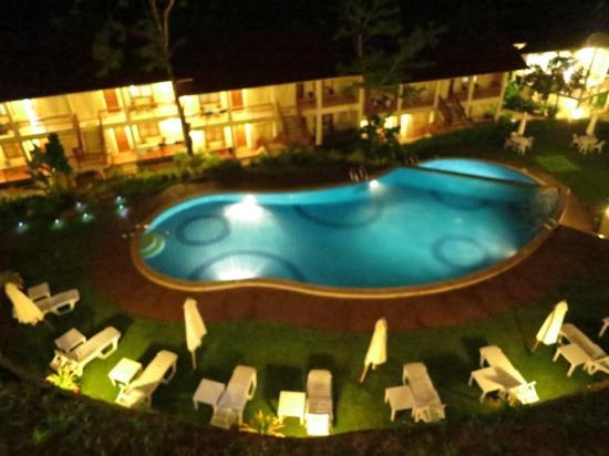 Asia Grand View Hotel: night view of pool from restaurant