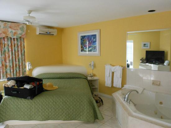 Sandyport Beach Resort: master bed room