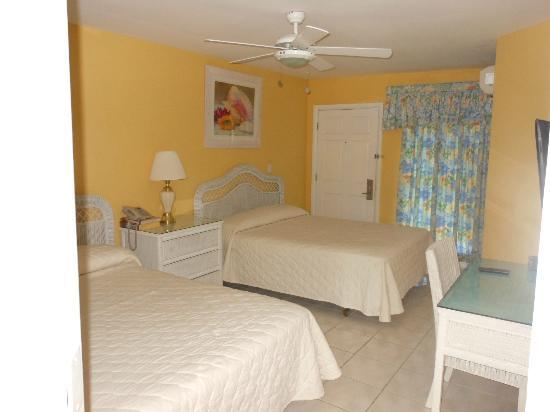 Sandyport Beach Resort: bedroom