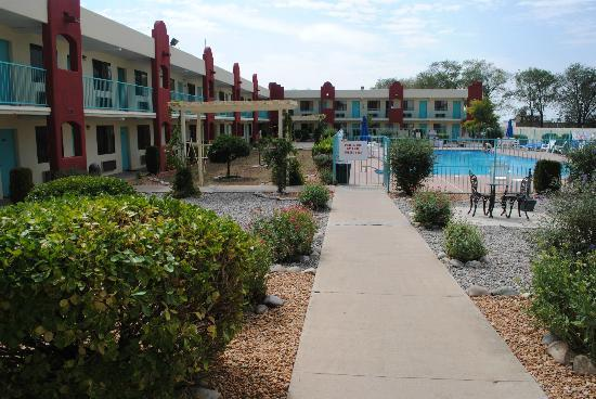 Days Inn Santa Fe New Mexico: Courtyard