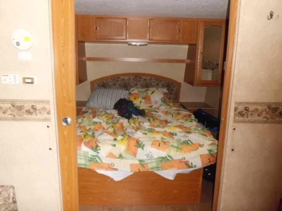 Yogi Bear's Jellystone Park: Queen bed in RV Rental Site 213