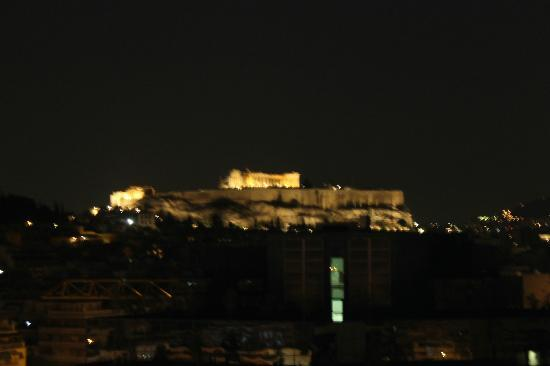 InterContinental Athenaeum: View of the night time Acropolis from the roof terrace bar on the ninth floor of the hotel