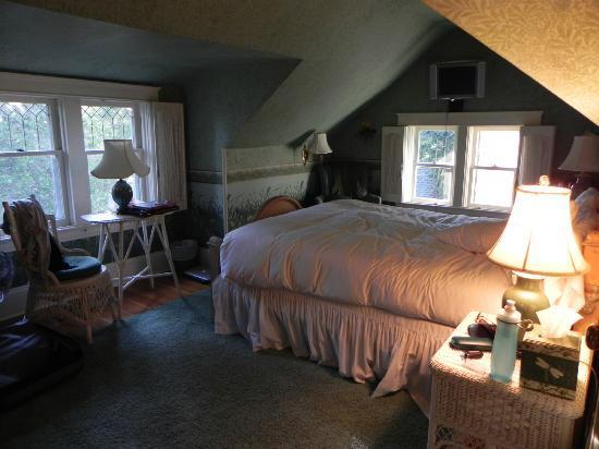 Calderwood Inn: DeLorimier Room
