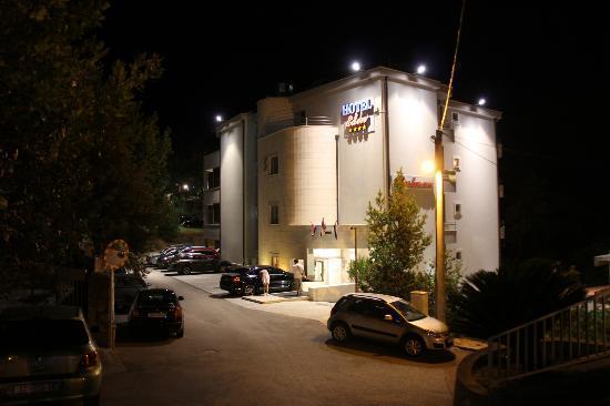 Hotel Eden, Podstrana