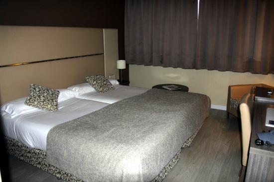 hotel espana piscina habitacion: