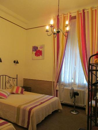 Logis Toppin Cavaillon Luberon : The double and twin bedroom.