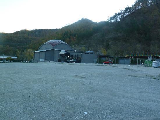 Esterno del locale e parcheggio prospicente - Foto di Eventi Terme ...