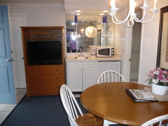 West Yarmouth, MA : This is the kitchen/living area...there is a sperate bedroom