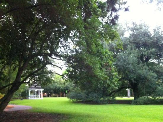 The Houstonian : walking trail