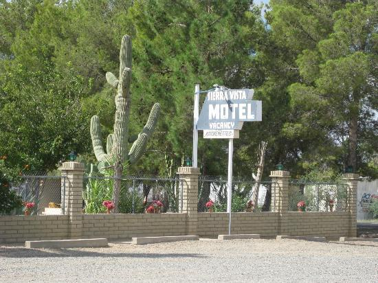 Sign to Sierra Vista Motel