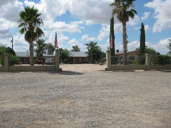 Entrance to the Sierra Vista Motel
