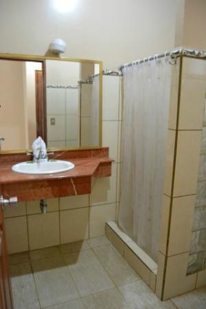 Hotel Manuel Antonio: Baño