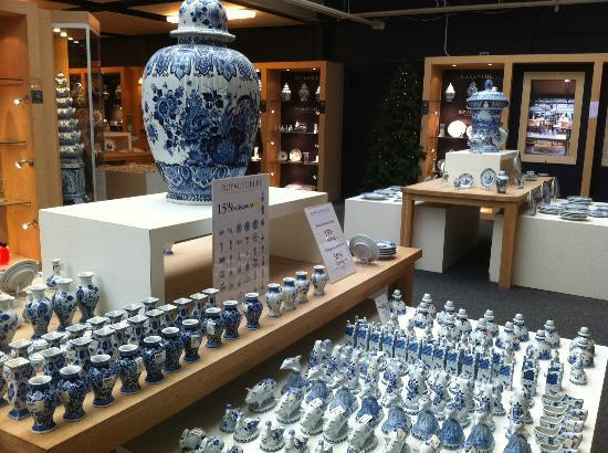 Royal Delft - Koninklijke Porceleyne Fles: extensive items on display and for sale in the shop - not only royal delft but other cheaper ver