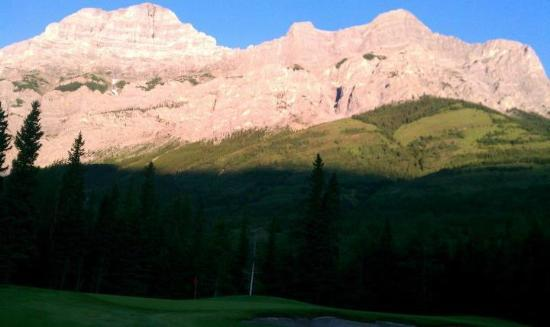 Kananaskis Country Golf Course: Kananaskis at First Light! (Mt. Kidd Course)