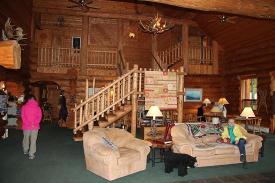Glacier Bay's Bear Track Inn: Cousy & Warm