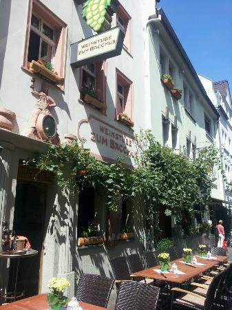 Weinstube zum Bacchus: Dank facebook ein Bild der neuen Terrasse!