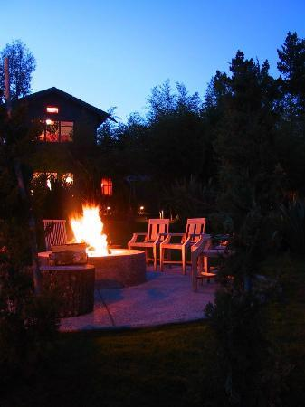 Coast Cabins: Communal fire-pit at dusk