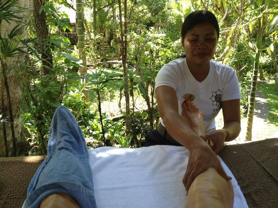 Ubud Sari Health Resort: Multiple treatments daily by skilled therapists.