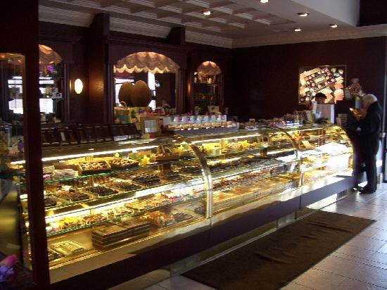 DeBrand Fine Chocolates: getlstd_property_photo