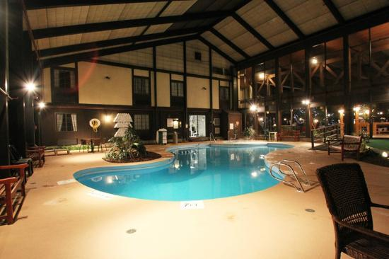 Fireside Inn & Suites: Pool Area