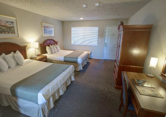 Chablis Inn: Standard Two Queen Guestroom