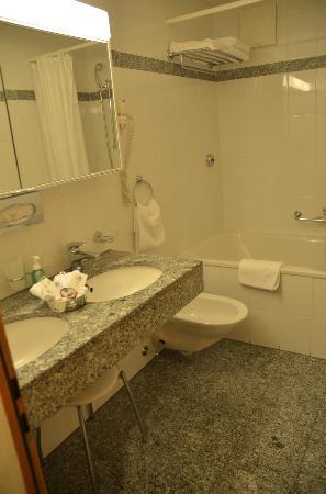 Hotel Chesa Rosatsch - Home of Food: Salle de bain