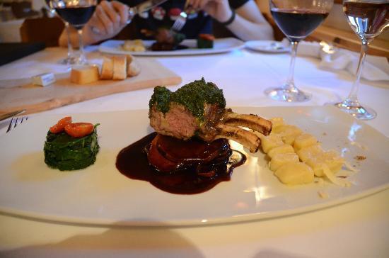 Hotel Chesa Rosatsch: Repas au Stuvas