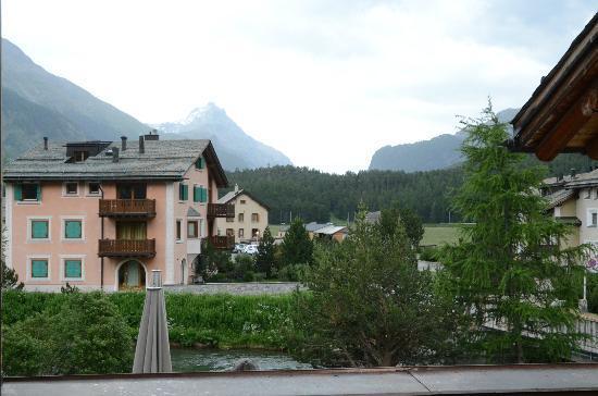 Hotel Chesa Rosatsch: Vue depuis le balcon