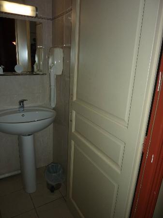 Hotel Residence Bourgogne: bagno senza maniglia e senza finsetra